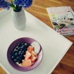 Gesundes Frühstück – Smoothie Bowl mit Mango und Chia Samen