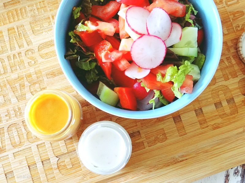 Salat mit Dressing, Joghurt French