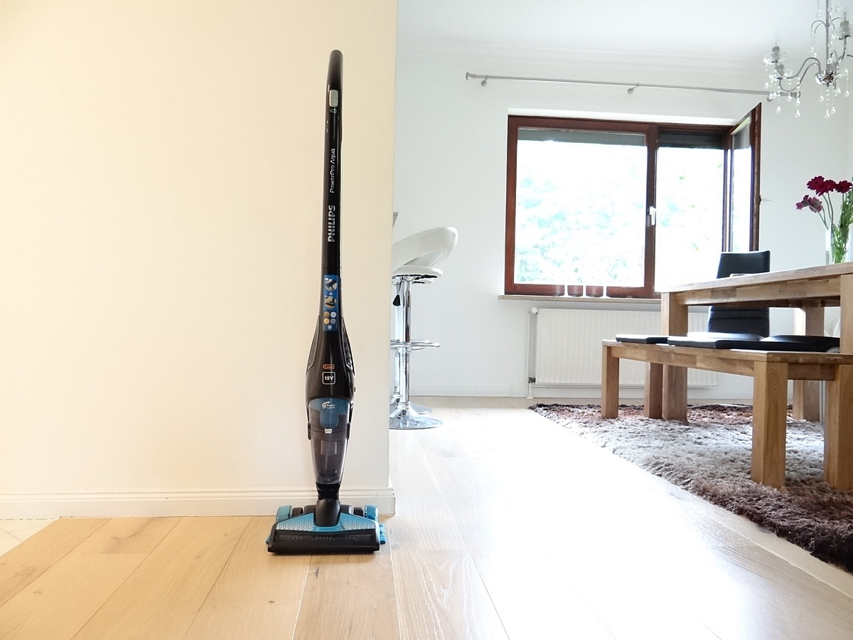 laminat wischen cheap fliesen holzboden parkett wischen und saugen in einem arbeitsgang youtube. Black Bedroom Furniture Sets. Home Design Ideas