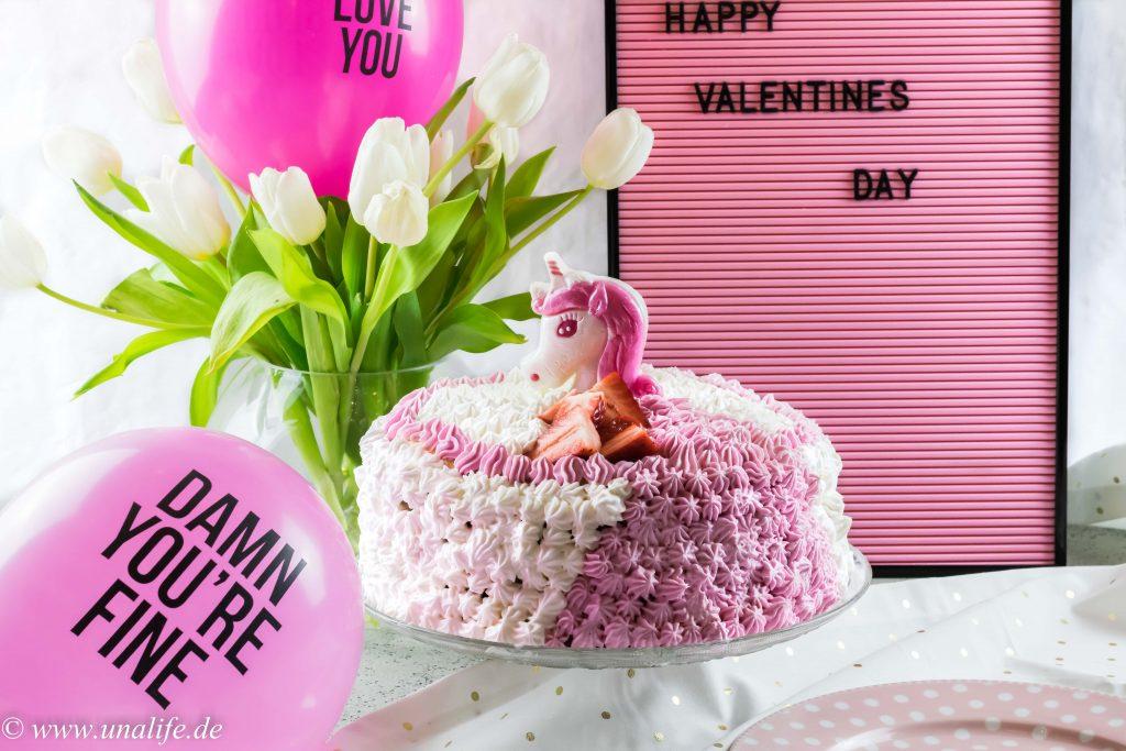 Einhorn torte mit erdbeeren und romantische geschenke zum for Romantische geschenke