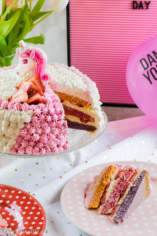 einhorn torte mit erdbeeren und romantische geschenke zum valentinstag unalife. Black Bedroom Furniture Sets. Home Design Ideas