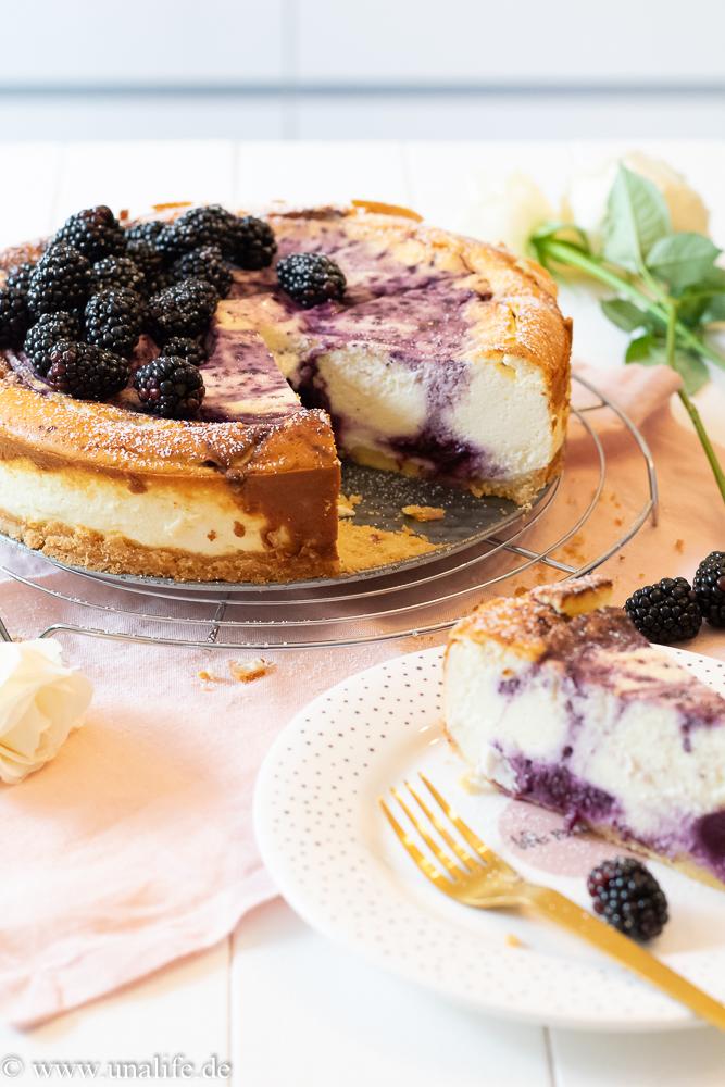Blaubeer Cheesecake - Käsekuchen mit Blaubeeren und Brombeeren