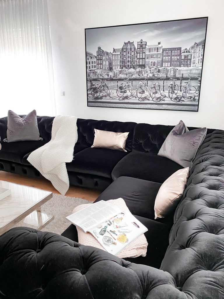 Wanddekoration über dem Sofa